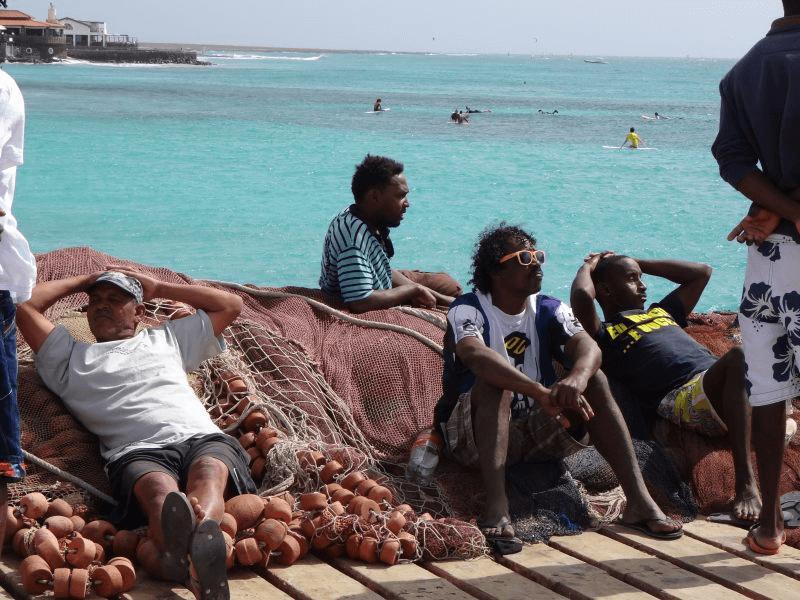 Männer auf Pier Snta Maria