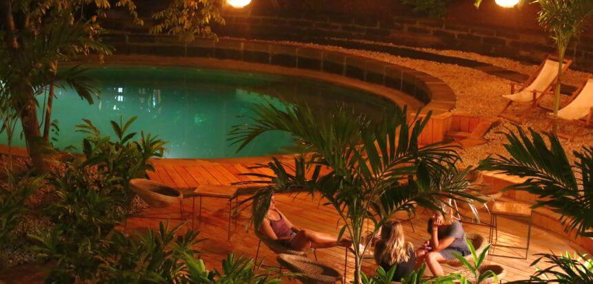 Dremsea Surf Camp in Nicaragua_Pool und Chill Out Area mitten im Urwald