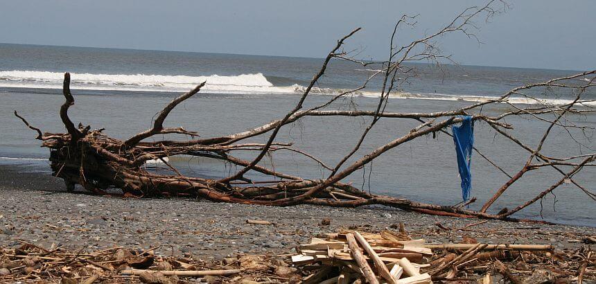Einsamme Welle Nicaragua