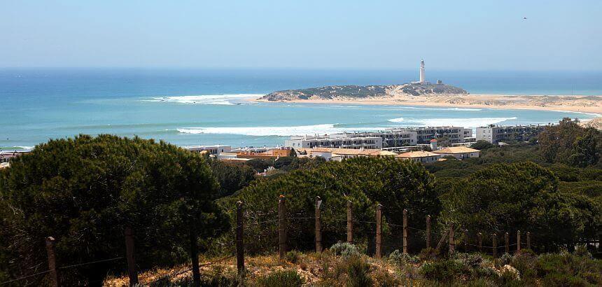 In Andalusien surfen_sanfte Riffwelle in Caños de Meca