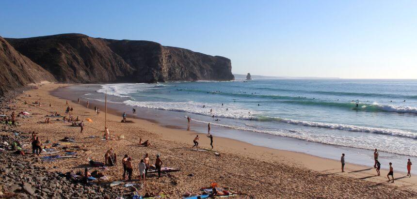 Arrifana in der Algarve ist einer der besten Surfspot zum Surfen Lernen in ganz Europa
