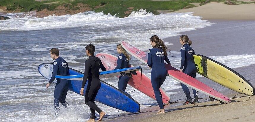 Der Surfkurs im Janga Wonderland ist beliebt und anspruchsvoll