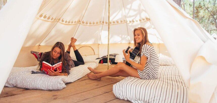 gemuetlicher camp alltag im dreamsea surfcamp portugal