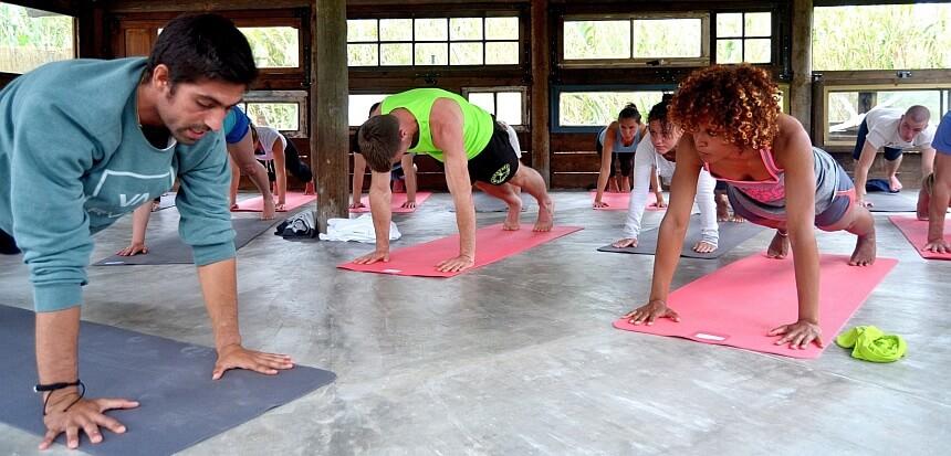 Yoga in der Star Pine Lodge in Praia Grande bei Lissabon