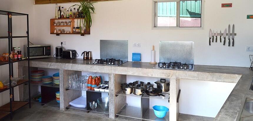 Voll ausgestattete Gemeinschaftsküche in The Lodge Praia Grande