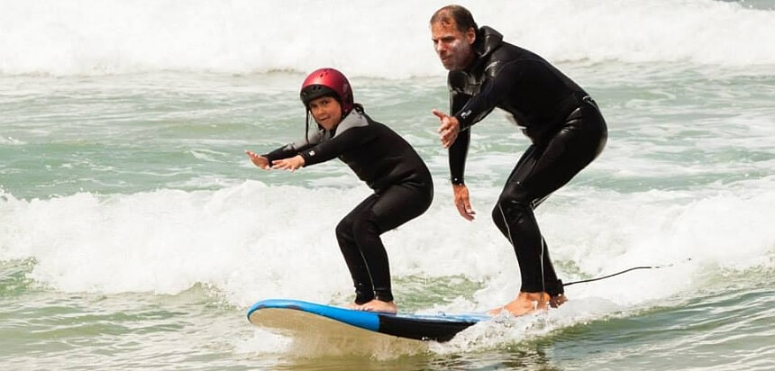 Surfkurs für Kinder in der Surfschule 3ondas in Ericeira Portugal