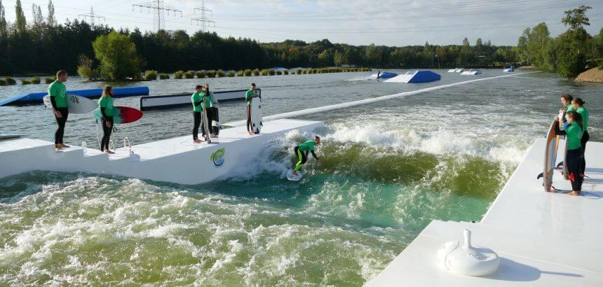 Indoor Surfen und stehende Wellen in Deutschland