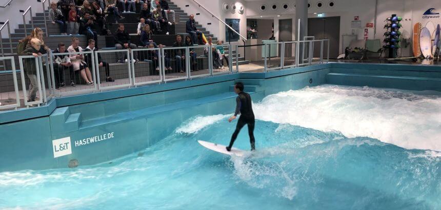 Indoor Surfen_Die Citywave Hasewelle in Osnabrück befindet sich in einem Kaufhaus