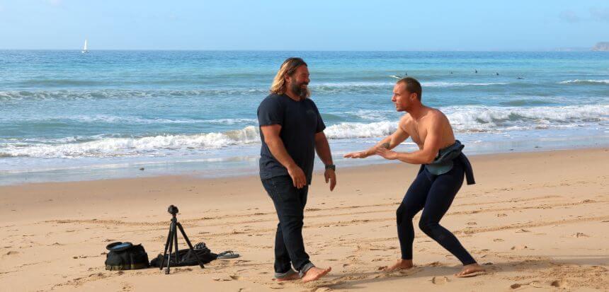Dean beim Coachen und Erklären der Surf Drills in der Algarve