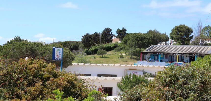 Der Orbitur Campingplatz bei Sagres ist gut für Surfer geeignet
