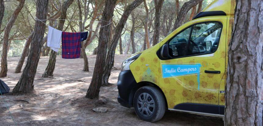 Mit Indie Campers auf dem Orbitur Campingplatz in Guincho bei Lissabon, Portugal