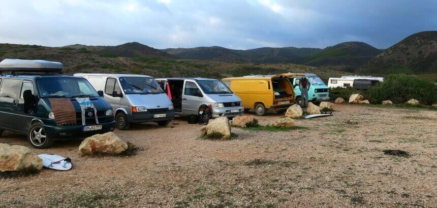 Wildcamper am Praia do Amado in Portugal_Algarve