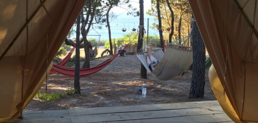 Das Dreamsea Surfcamp Portugal liegt direkt am Meer
