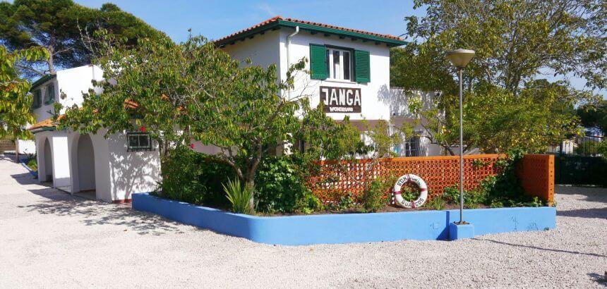 Das Haupthaus vom Janga Surfcamp in Figueira da Foz