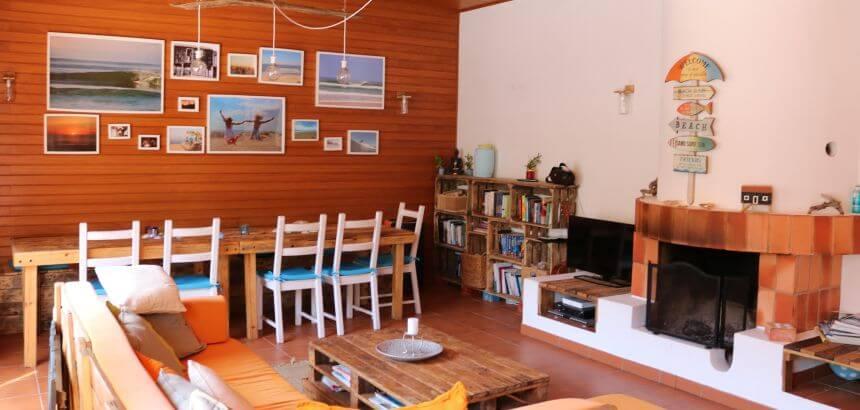 Das Ticket2Surf Surf Hostel Portugal ist sehr gemütlich eingerichtet