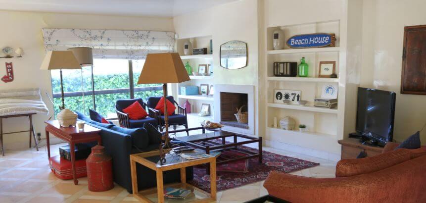 Wohnzimmer der Lisbon Surf Villa Portugal