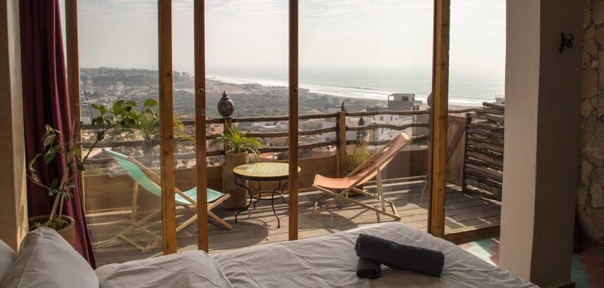 Blick vom Zimmer der Nice Base in Richtung des Nachbarorts Aourir_Surfcamp Marokko