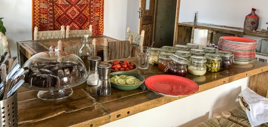 Das morgendliche Buffet im Marokko Surfcamp Nice Base_Vegan, vielseitig, lecker