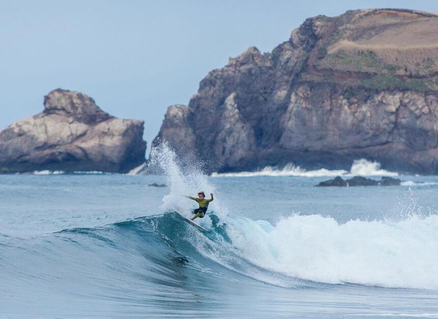 Ein Surfurlaub auf den Azoren geht im Sommer oder Winter