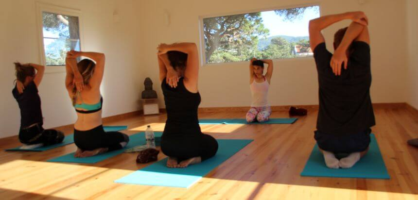 Yoga im SaltyWay Surfcamp bei Lissabon