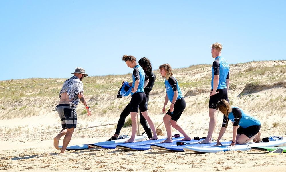 Mini-Unterrichtseinheit für die fortgeschrittenen Surfer im Pure Surfcamp Frankreich in Moliets Plage