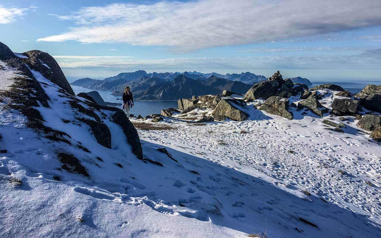 surfen-lofoten-himmeltindan-weg-schnee