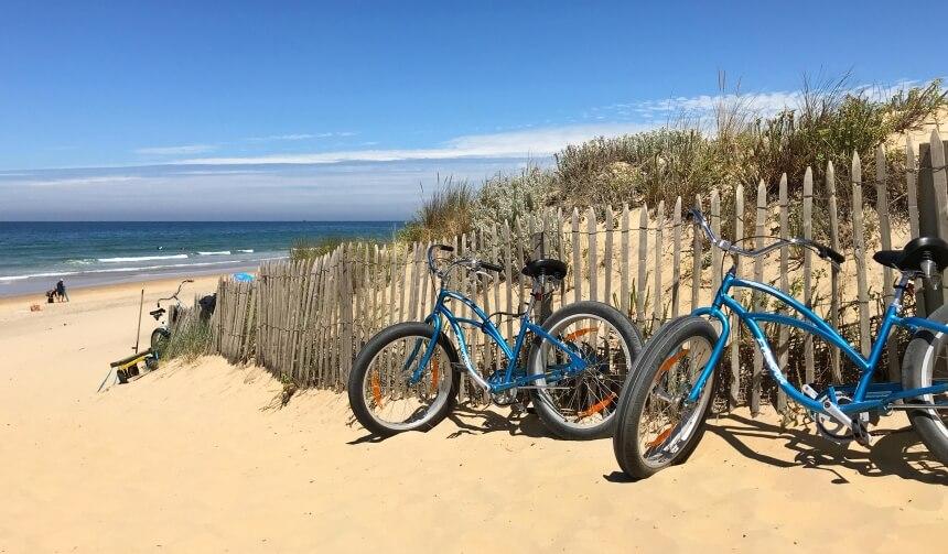 Außerhalb der Kurszeiten im Summersurf Surfcamp Frankreich kannst du dir ein Surfbrett und Fahrrad schnappen