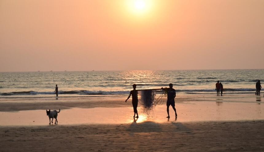 Fischer in Indien am Strand von Arambol - Goa