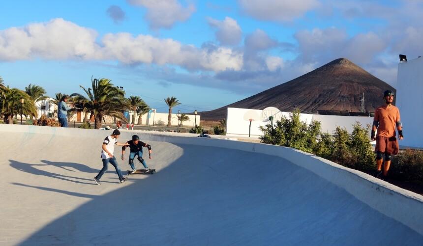 Surf Simulations Training mit Carl in der Skate Bowl von La Oliva