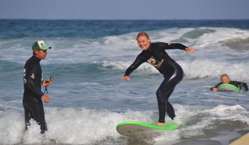Surflehrer Ralf im Surfkurs von Nalusurf im Süden von Fuerteventura