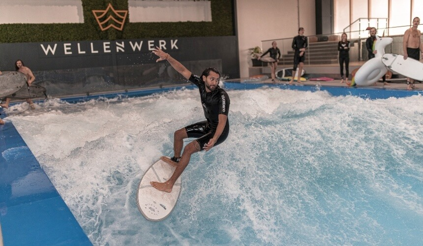 Aus Afghanistan stammende Surfer Afridun Amu - Credit Miguel Sacramento