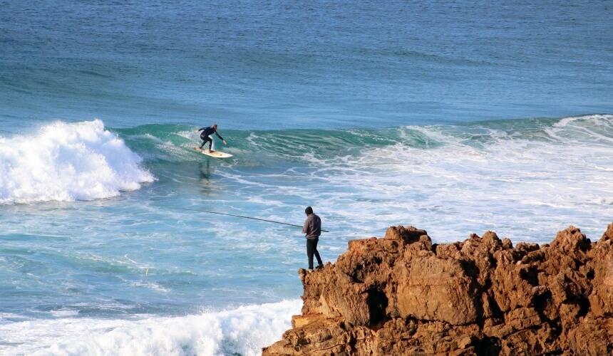 Down the line surfen im Meer