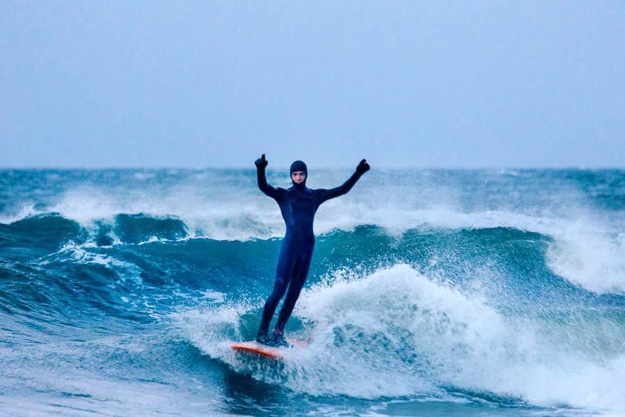 Ostsee Wellenreiten im Winter