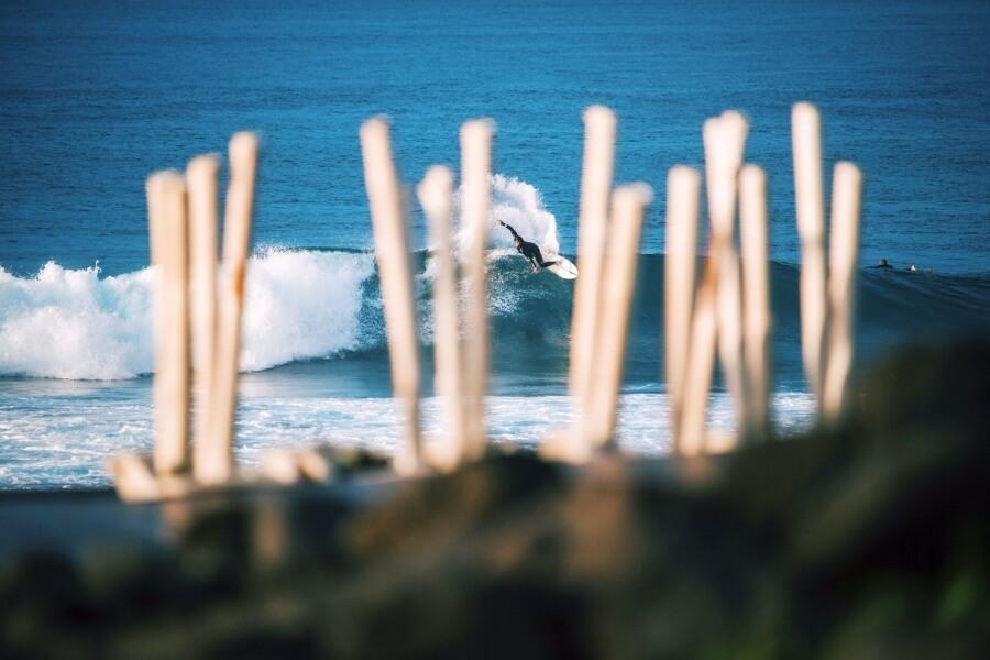 An einer der vielen erstklassigen Surfspots von Sao Miguel geht eigentlich immer was