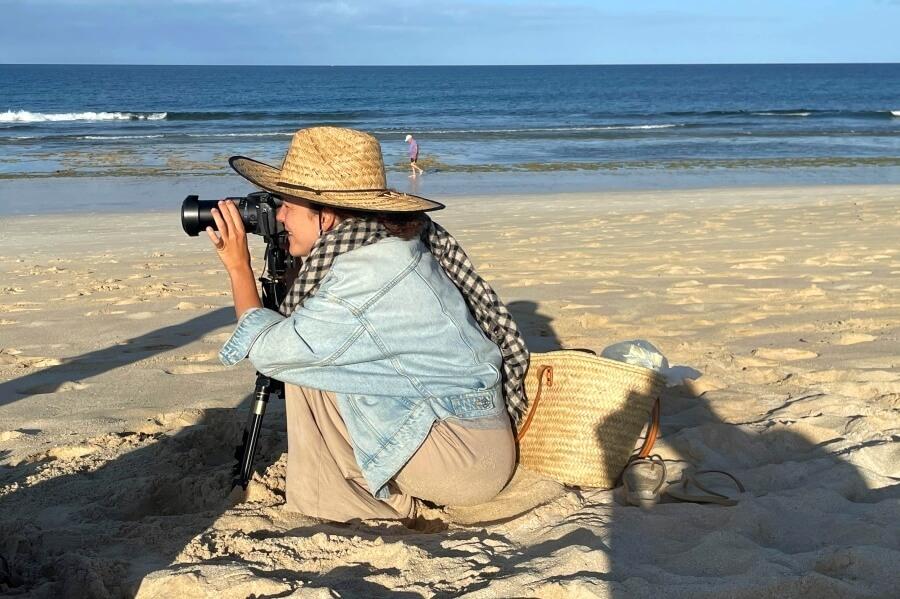 Videografi Mari von Tight Arcs Fuerteventura bei der Arbeit