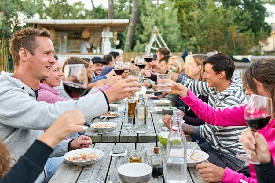 Abendessen im Longwave Surfcamp